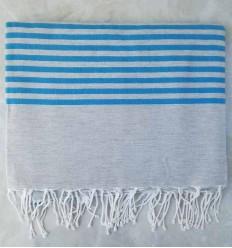 toalla de playa grande azul con rayas