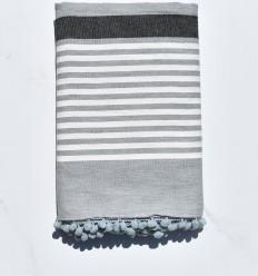 Fouta blanco grisáceo y antracita con pompones
