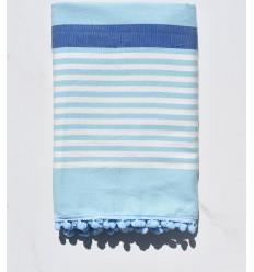 Toalla de playa blanco sucio, azul con pompones