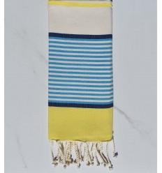 Toalla de playa plana infantil azul Jean, azul oscuro, amarillo y blanco roto.