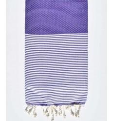toalla de playa púrpura